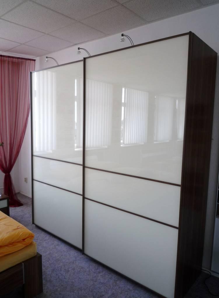schwebet renschrank largo polstermueller aus burgst dt. Black Bedroom Furniture Sets. Home Design Ideas