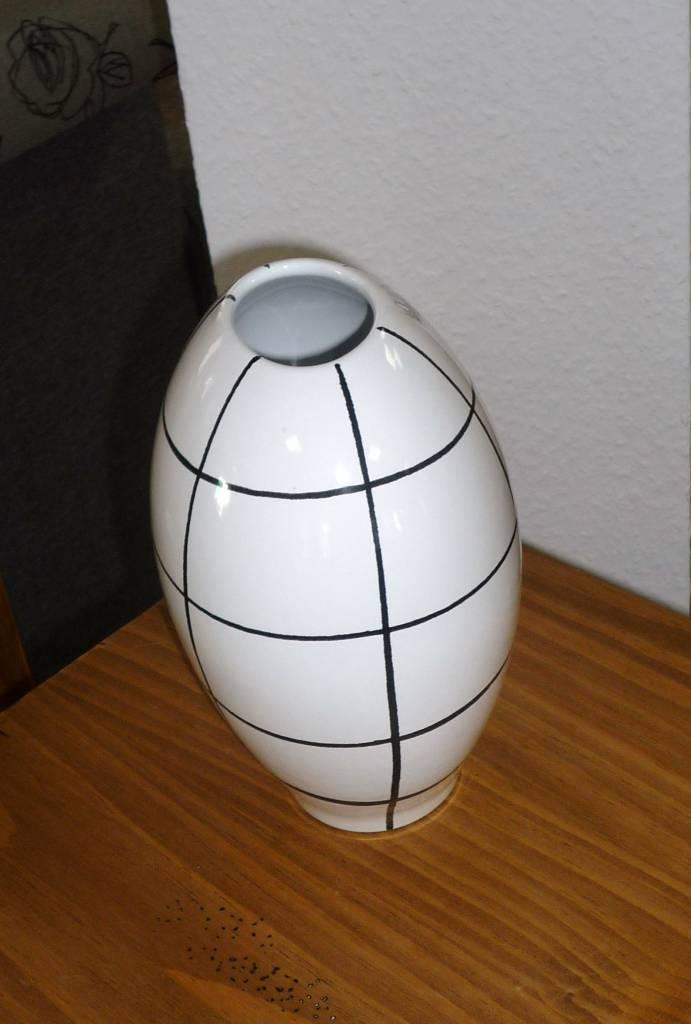 vase schwarz weiss karo polstermueller aus burgst dt. Black Bedroom Furniture Sets. Home Design Ideas